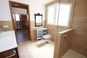 Stunning en suite leading off master suite